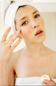 Điều trị nám da và mụn thịt ở quanh mắt có cùng một lúc được không?