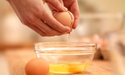Điều trị bệnh nám da mặt bằng lòng trắng trứng gà siêu hiệu quả3