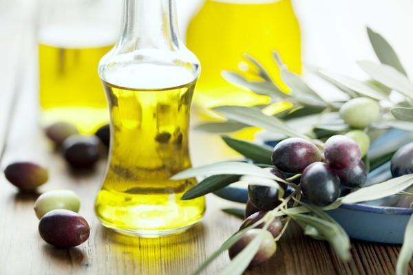 Cách chữa nám da bằng trứng và dầu oliu