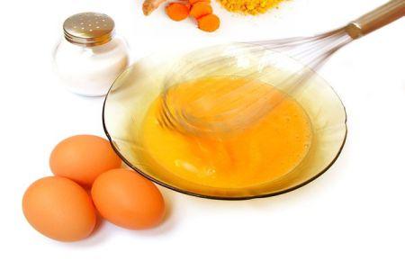 Dầu dừa kết hợp với trứng gà trị nám da siêu hiệu quả